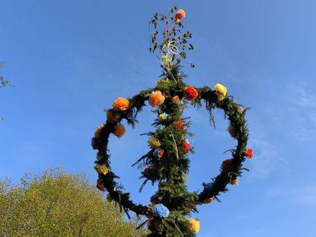 Maibaum aufstellen in Ostfriesland, Tradition und Bräuche